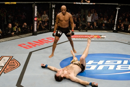 Anderson Silva knocks out Forrest Griffin
